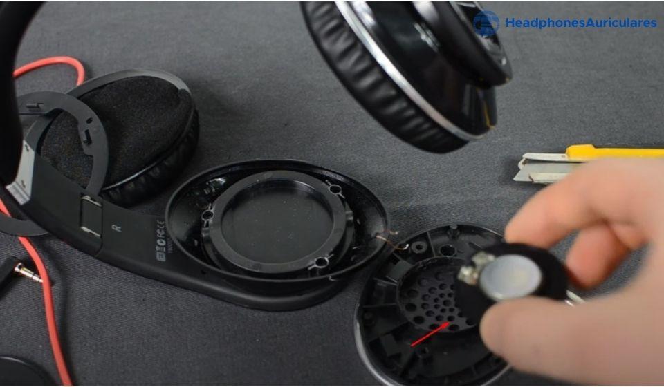 cambia el altavoz viejo por uno nuevo de los auriculares